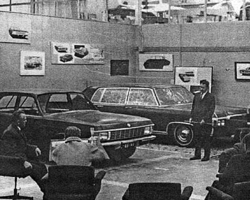 Заседание художественно-конструкторского совета КЭО (1968г.) Вариант модернизации ГАЗ-24 (слева)