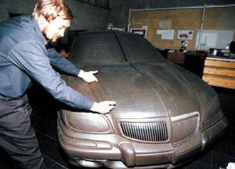 Сергей Борисович Плотников у модели ГАЗ-3111
